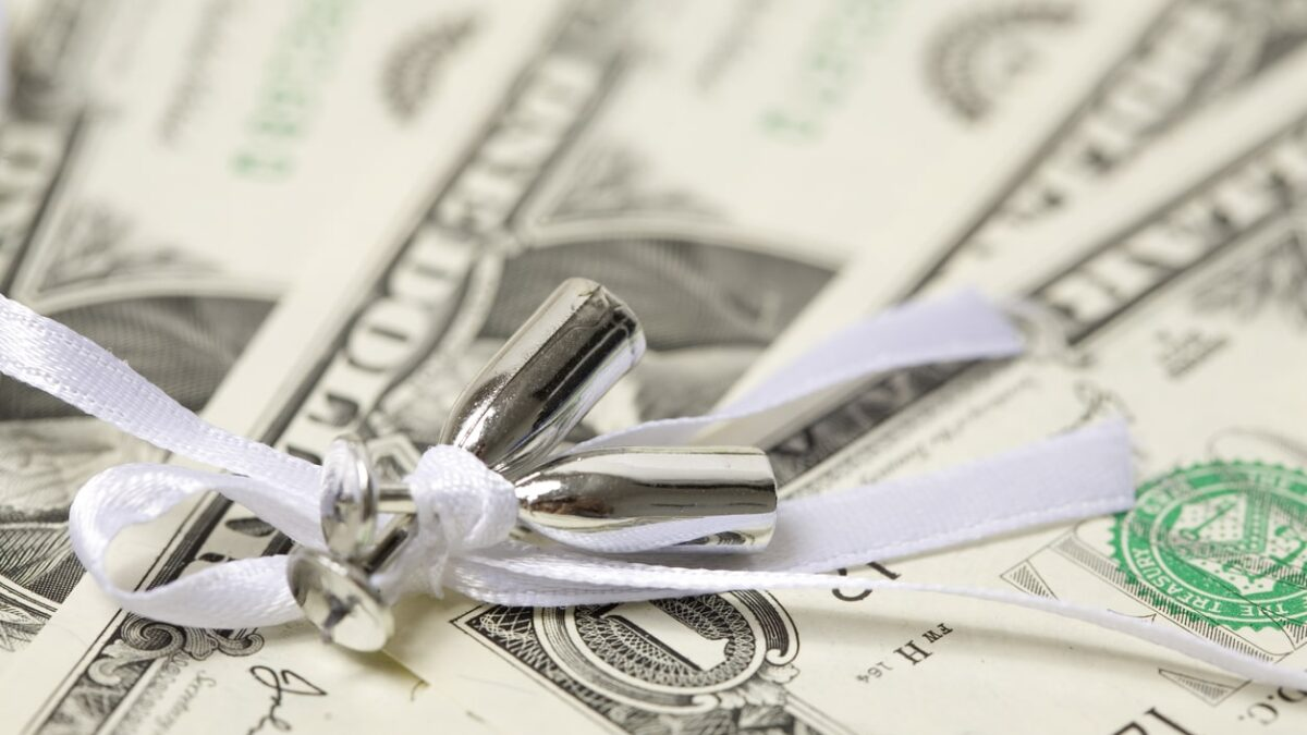 ways to give cash as a wedding gift